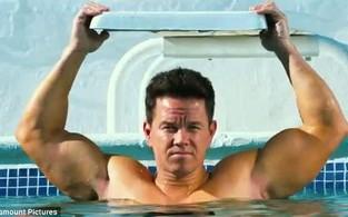 Mark Wahlberg no trailer do filme 'Pain And Gain' (Foto: Reprodução / dailymail.co.uk)