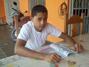 Lucas Reginaldo Silva Abreu, 18 anos, de Montes Claros, recebeu o benefício do Poupança Jovem (Foto: Cida Santa)
