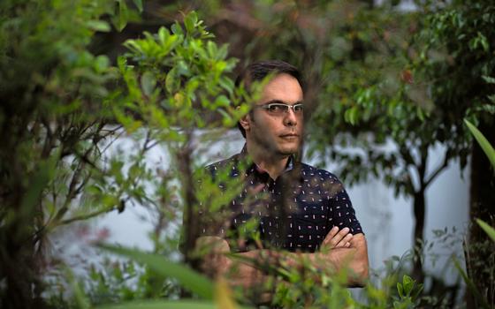 O escritor José Luiz Passos,em São Paulo (Foto: João Castellano/ÉPOCA)