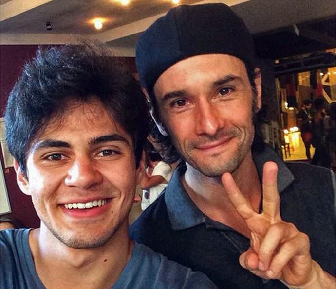 Lucas posa com Rodrigo Santoro durante a preparação de elenco  (Foto: Arquivo pessoal )