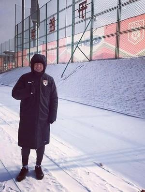 Mano Menezes no frio da China