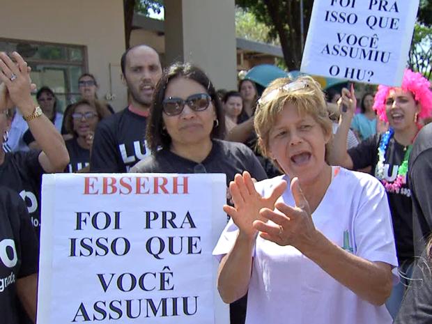 Funcionários do Hospital Universitário de Campo Grande fazem paralisação (Foto: Reprodução/TV Morena)