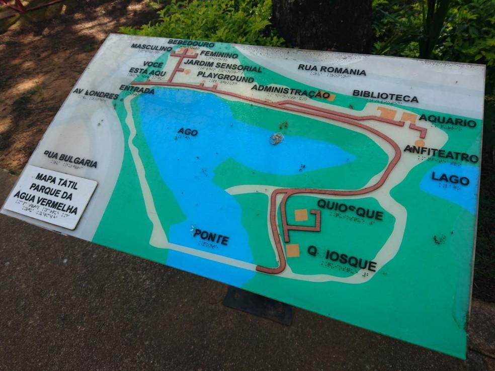 Parque da Água Vermelha tem mapa tátil para orientar deficientes visuais (Foto: Fernanda Szabadi/G1)