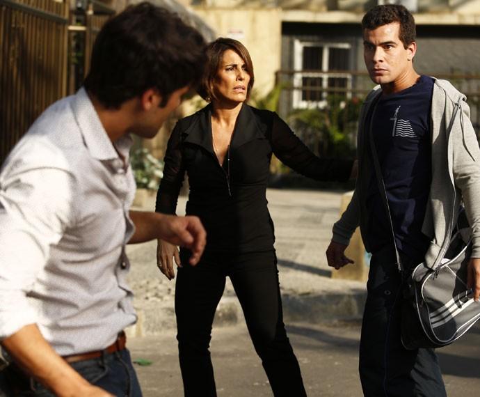 Diogo enfrenta Murilo e Beatriz tenta conter o amado (Foto: Raphael Dias/Gshow)