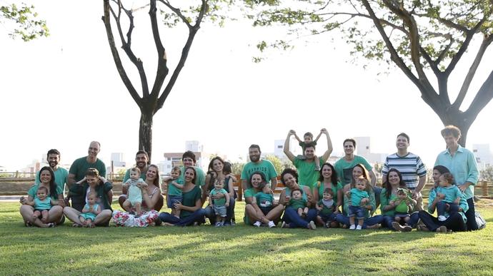 Casais levam seus filhos para plantar árvores em Vitória (Foto: Pedro Henrique Cabral)