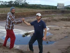 Guilherme e Pedro uniram forças e vão implantar o 1º surf camp do Rio Grande do Sul (Foto: Arquivo pessoal)