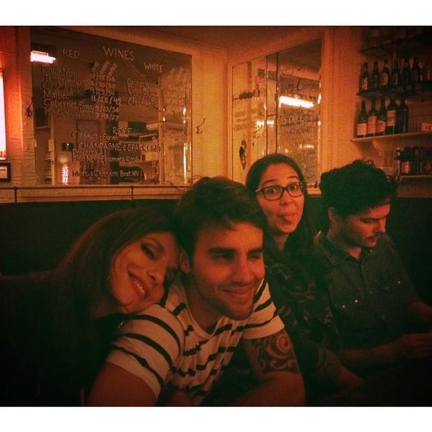 Ivete Sangalo com o marido, Daniel Cady, e amigos em restaurante em Nova York, nos Estados Unidos (Foto: Instagram/ Reprodução)
