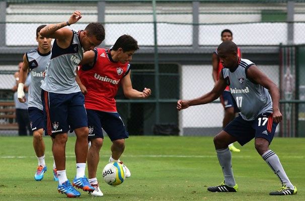 Valencia marca Conca durante treinamento na manhã de sábado do Fluminense (Foto: Nelson Perez/Fluminense FC)