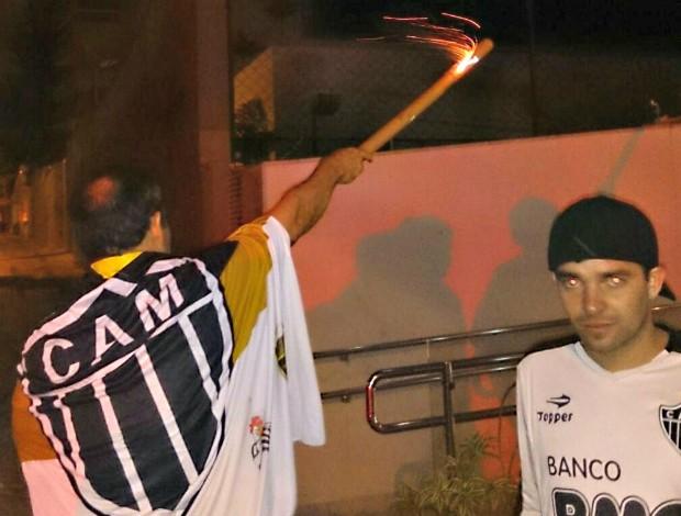 torcida do Atlético hotel do Olimpia (Foto: Alexandre Alliatti)