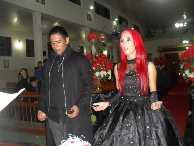 Wesley e Fernanda casaram no dia 11 de janeiro na paróquia de Rubim. (Foto: Arquivo Pessoal)