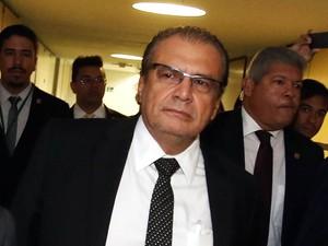 O ex-gerente-executivo da Diretoria de Serviços da Petrobras, Pedro Barusco, chega para ser ouvido pela CPI da Petrobras na Câmara dos Deputados, em Brasília. Ele cumpre prisão domiciliar depois de ter feito delação premiada na operação Lava Jato (Foto: André Dusek/Estadão Conteúdo)