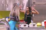 'Vai monstrinho acorda eles', pede Juliana e Adélia