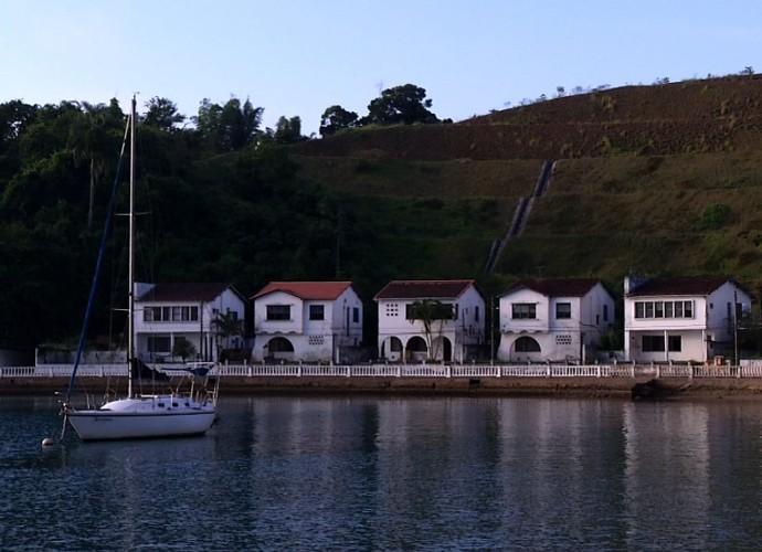 Conjunto de casas do Colégio Naval lembra cenário de novela de época (Foto: Rio Sul Revista)