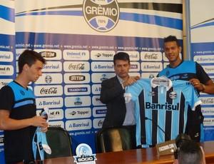 Deretti e Souza são apresentados no Grêmio (Foto: Hector Werlang/Globoesporte.com)