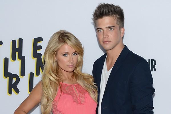 Não faz muito tempo desde que Paris Hilton, de 33 anos, namorou com River Viiperi, de 22.  (Foto: Getty Images)