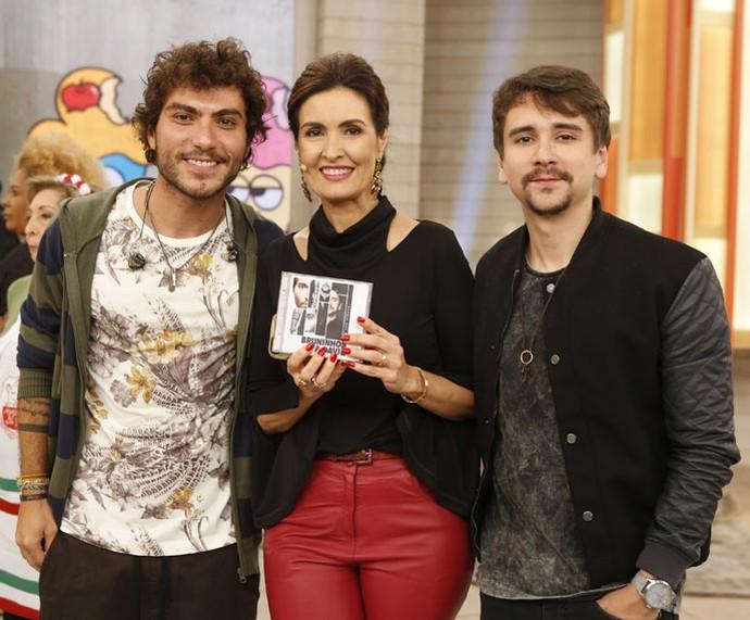 Fátima posa com a dupla Bruninho e Davi (Foto: Ellen Soares/Gshow)