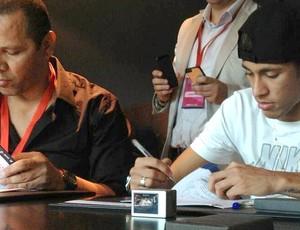Neymar contrato Barcelona  (Foto: Reprodução / Twitter oficial)