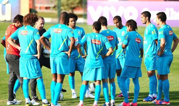 Seleção treina para o amistoso contra a China (Foto: Marcos Ribolli / Globoesporte.com)