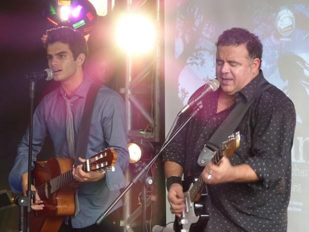 Na pele de Gil e Nando, Daniel Blanco e Leo Jaime interpretam música de Billy Blanco  (Foto: Malhação / Tv Globo)