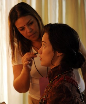 Bianca Bin se prepara para entrar em cena (Foto: Globo / Renato Rocha Miranda)