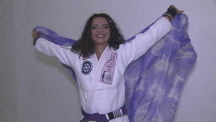 Duxley Luz se divide entre dança do ventre e jiu-jítsu (Foto: Reprodução/ TV Rondônia)
