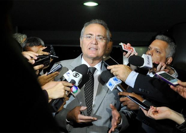 o presidente do Senado, Renan Calheiros, fala a jornalistas sobre comissão que apura pagamento de salários acima do teto (Foto: Jane de Araújo/Agência Senado)