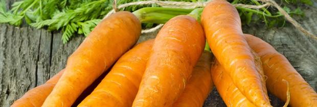 Cenoura ajudam a evitar que o excesso de produção de células na camada exterior da pele  (Foto: Think Stock)