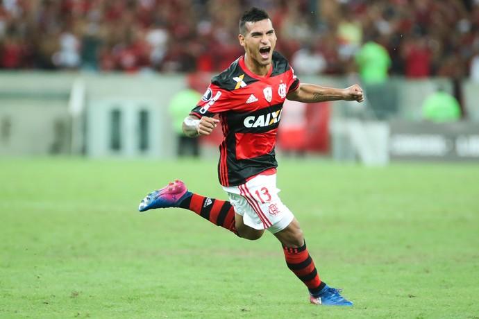 Trauco celebra gol diante do San Lorenzo e explicou: ''Coloquei broncas para fora'' (Foto: Gilvan de Souza)