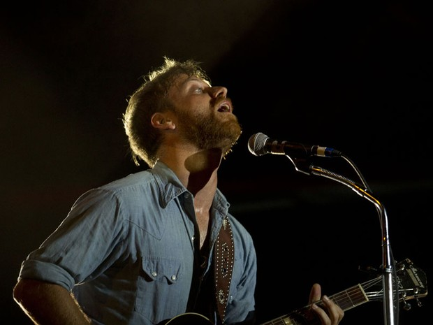 Dan Auerbach, do Black Keys, durante o show do duo americano no festival Lollapalooza 2012, em Chicago (Foto: Sitthixay Ditthavong/Invision/AP)