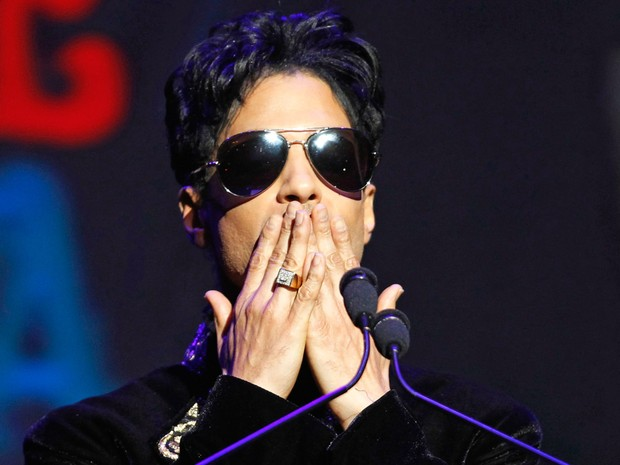Prince é visto durante show no Apollo Theater, em Nova York, nos EUA, em outubro de 2010 (Foto: Lucas Jackson/Reuters)