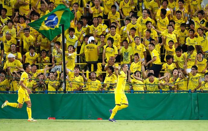 Leandro comemora gol do Kashiwa Reysol contra o Lanús (Foto: Reuters)