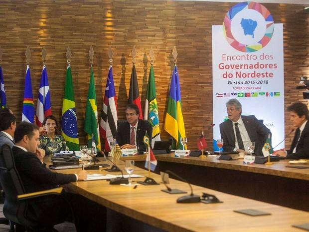 Sete dos nove governadores do Nordeste participaram do encontro em Fortaleza (Foto: Governo do Estado/Divulgação)