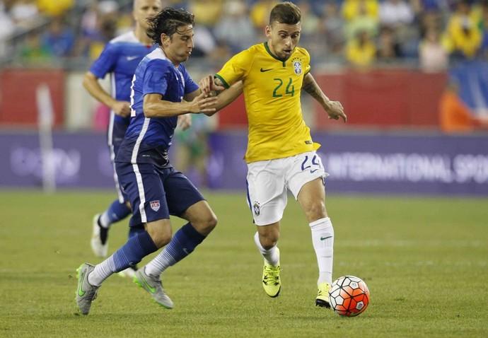 Lucas Lima em ação pela Seleção no amistoso contra os Estados Unidos (Foto: Rafael Ribeiro / CBF)