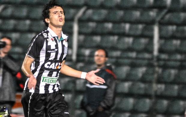 Pablo comemora gol do Figueirense contra o Paysandu (Foto: Eduardo Valente / Agência estado)