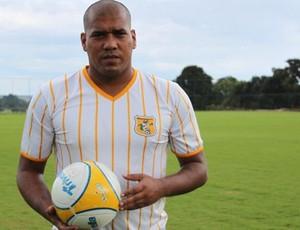 Luiz Carlos, atacante do Brasiliense que parece com Adriano (Foto: Fabrício Marques/GLOBOESPORTE.COM)