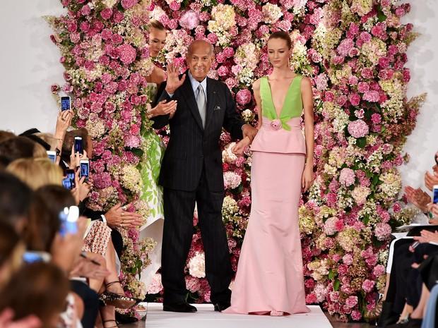 Oscar De La Renta em desfile na semana de moda de Nova York em setembro de 2014 (Foto: Slaven Vlasic/ Getty Images)