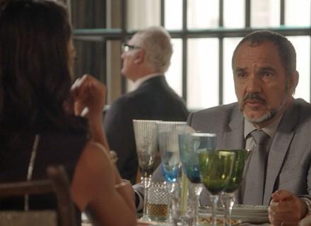 Carolina descobre que Germano pode ser pai de Eliza