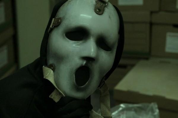 Até a segunda temporada, série apresentou uma versão alternativa do adereço  (Foto: Divulgação)