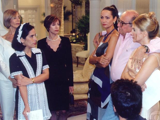 Elenco de Anjo Mau conversa com o diretor de núcleo, Carlos Manga, nos intervalos (Foto: CEDOC / TV Globo)