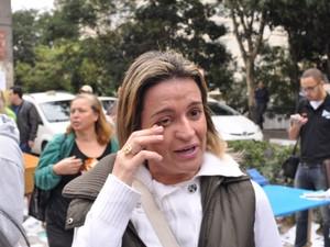 Mulher chora depois de ficar para fora no exame da OAB (Foto: Guilherme Tosetto/G1)