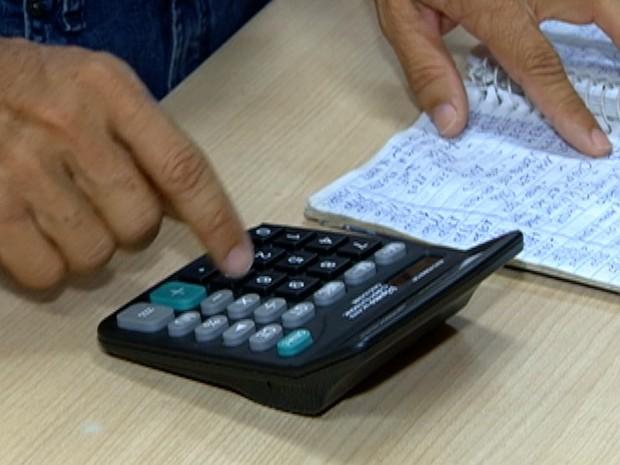 Cai o número de pessoas com dívidas no Oeste Paulista (Foto: Reprodução/TV Fronteira)