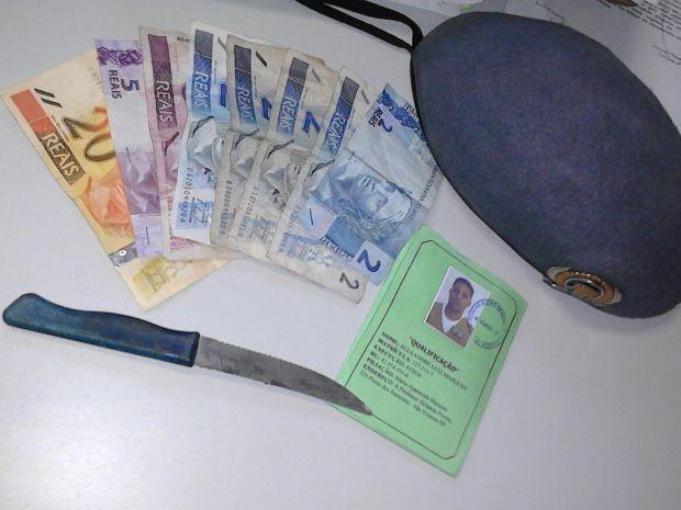 Homem usou faca para assaltar motorista de ônibus em São Vicente (Foto: Reprodução / TV Tribuna)