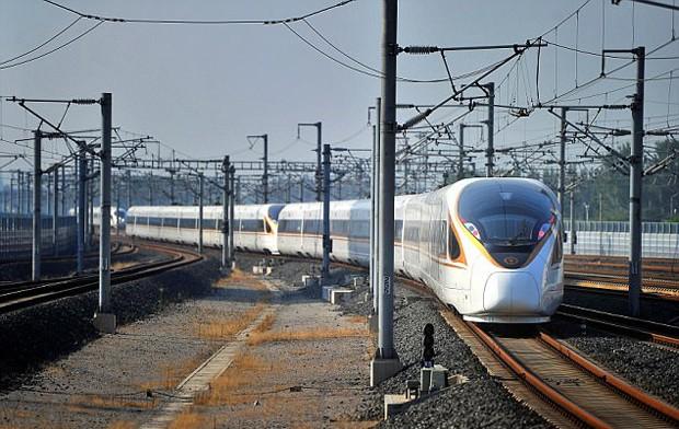 China relança o trem bala mais rápido do mundo, que chega a 400 km/h (Foto: © REUTERS)