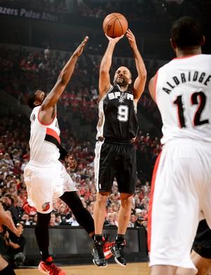 Tony Parker comanda os Spurs contra os Blazers (Foto: Getty Images)