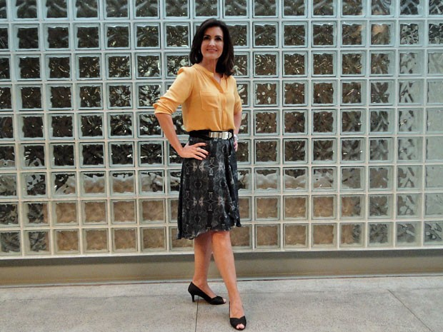 Fátima apostou em camisa social e saia mullet (Foto: Encontro com Fátima Bernardes/TV Globo)