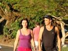 Mais magra, Luma de Oliveira caminha no Rio