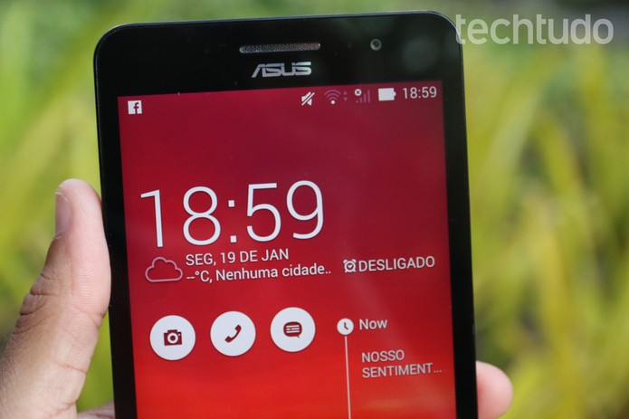 Alguns detalhes do Zenfone 6 atrapalham o gadget, como a borda da tela, que é grande demais (Foto: Lucas Mendes/TechTudo)