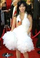 Relembre os looks mais bizarros já usados no tapete vermelho do Oscar
