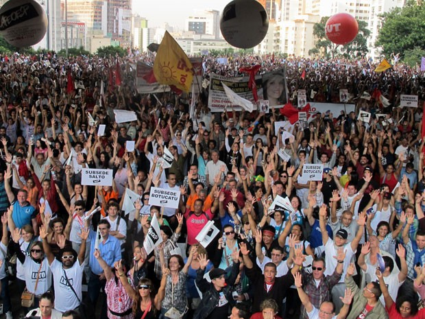 Em assembleia no Masp, professores decidiram manter a greve (Foto: Vanessa Fajardo/ G1)