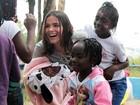 Bruna Marquezine participa de evento em São Paulo com crianças refugiadas